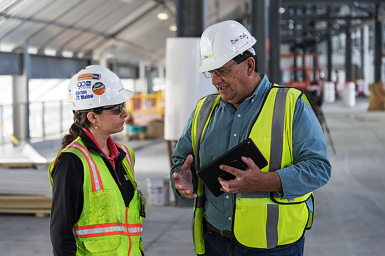 TruTeam Project Manager Mike Kehrer collaborates onsite with Barton Malow Senior Project Engineer Jen Younes.